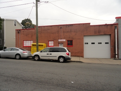 Commercial Lease For Lease: 439 Oak St