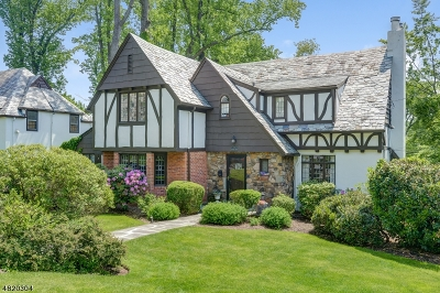 Maplewood Twp. Single Family Home For Sale: 4 Tower Dr