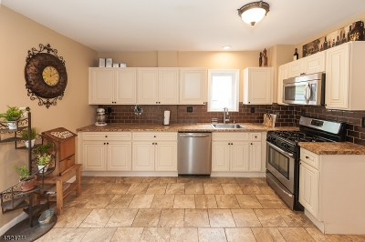 ROSELLE Single Family Home For Sale: 121 Sterling Pl
