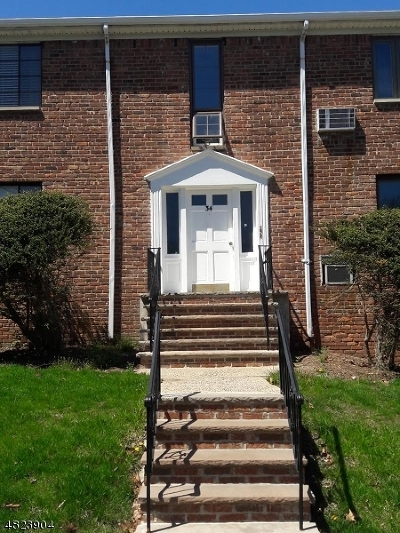 Springfield Twp. Condo/Townhouse For Sale: 45-B Troy Dr Bldg 6