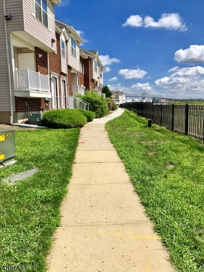 Perth Amboy City Condo/Townhouse For Sale: 482 Great Beds Ct