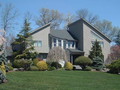 Livingston Twp. Single Family Home For Sale: 37 Aspen Dr