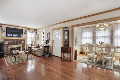 West Orange Twp. Single Family Home For Sale: 1 Oak Ter