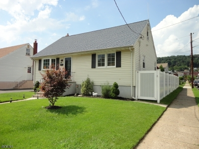 Paterson City Single Family Home For Sale: 253-255 Chamberlain Ave