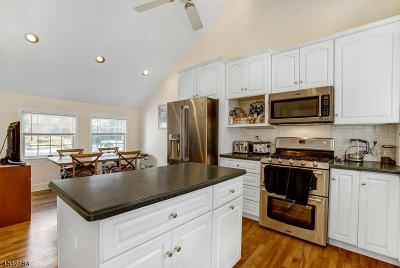Chatham Twp. Single Family Home For Sale: 54 Edgewood Rd