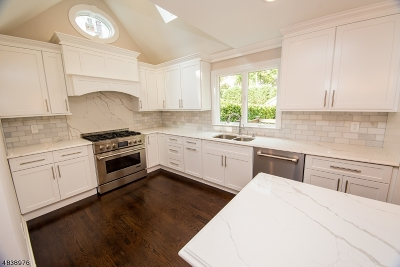 Maplewood Twp. Single Family Home For Sale: 11 Berkeley Rd
