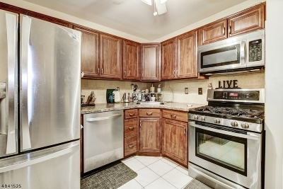 West Orange Twp. Condo/Townhouse For Sale: 2 Meyer Ct
