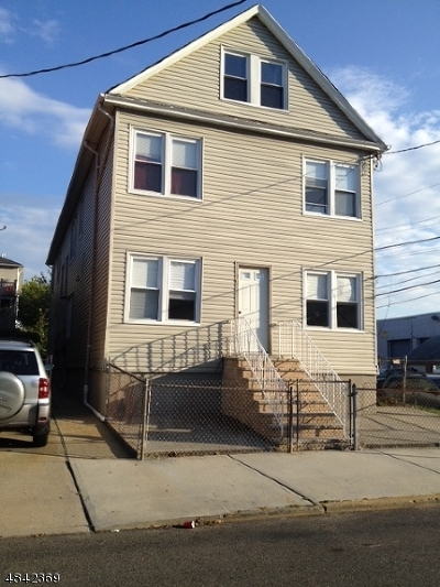 Elizabeth City Multi Family Home For Sale: 762-764 Ogden St
