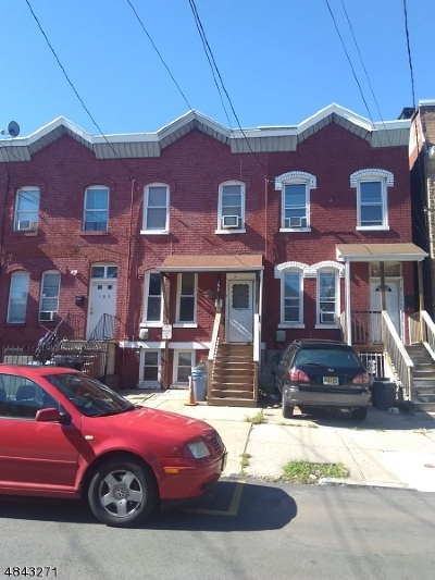 Newark City NJ Single Family Home For Sale: $199,999