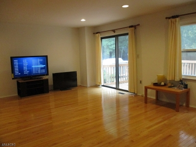 East Brunswick Twp. Condo/Townhouse For Sale: 17 Mudie Ct