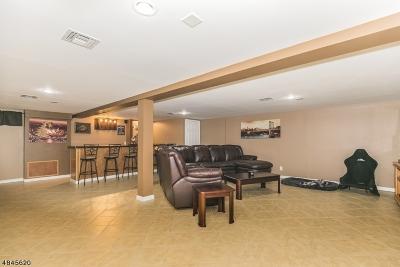 Woodbridge Twp. Single Family Home For Sale: 60 Maple Ave