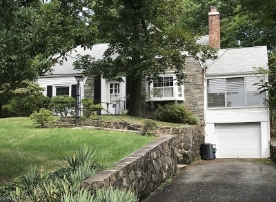 West Orange Twp. Single Family Home For Sale: 32 Dogwood Dr