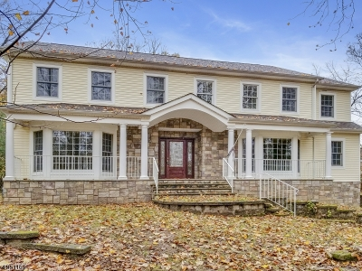 Berkeley Heights Twp. Single Family Home For Sale: 305 Emerson Ln
