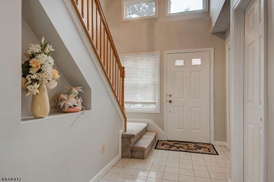 East Brunswick Twp. Condo/Townhouse For Sale: 162 Stults Ln
