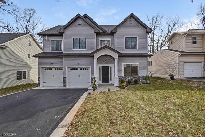 Livingston Twp. Single Family Home For Sale: 4 Woodcrest Dr
