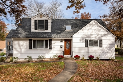 West Orange Twp. Single Family Home For Sale: 8 Oak Crest Rd