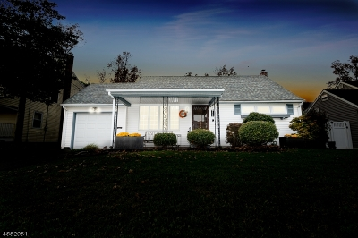 WOODBRIDGE Single Family Home For Sale: 62 Longfellow Dr