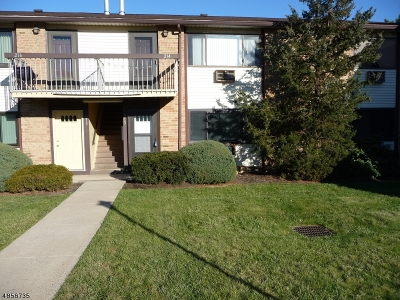 Woodbridge Twp. Condo/Townhouse For Sale: 213 Cricket Ln