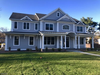 Westfield Town Single Family Home For Sale: 401 Quantuck Ln