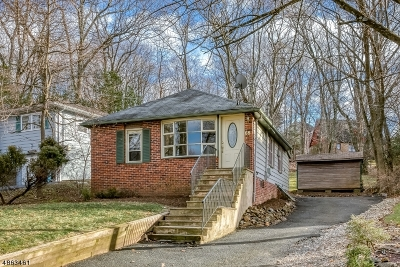 WATCHUNG Single Family Home For Sale: 65 Maple St
