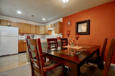 East Brunswick Twp. Condo/Townhouse For Sale: 280 Hatfield Ln