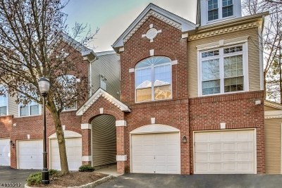 Union Twp. Condo/Townhouse For Sale: 302 Lilac Dr
