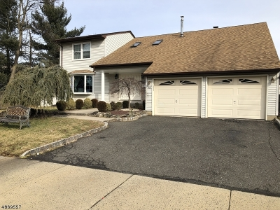 Woodbridge Twp. Single Family Home Active Under Contract: 14 Coral Ct