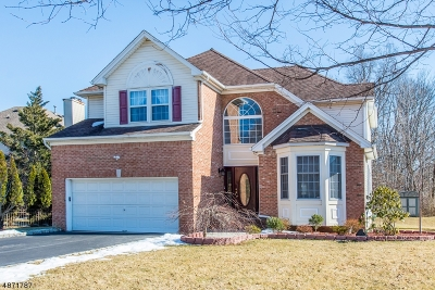 Hanover Twp. Single Family Home For Sale: 15 Windemere Ct