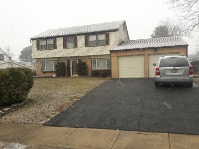 Burlington County Single Family Home For Sale: 150 Edge Ln #1