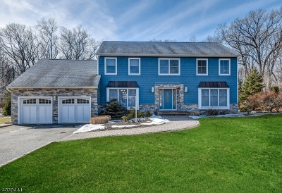 Hanover Twp. Single Family Home For Sale: 65 Forest Way