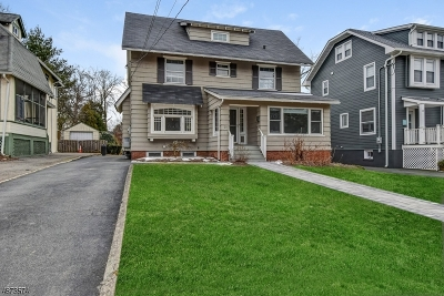 Maplewood Twp. Single Family Home For Sale: 20 Salter Pl