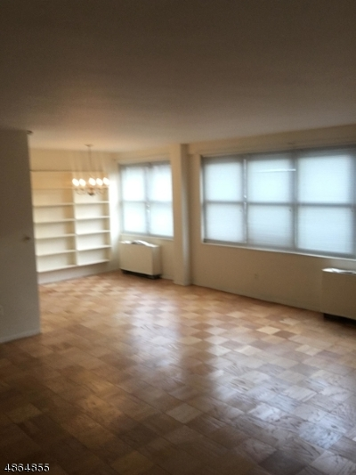 Glen Ridge Boro Twp. Condo/Townhouse For Sale: 926 Bloomfield Ave #H