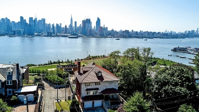 Weehawken Twp. Single Family Home For Sale: 53-55 Kingswood Rd