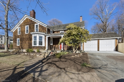 Single Family Home For Sale: 111 Main St