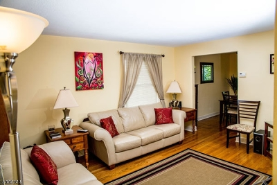 Maplewood Twp. Single Family Home For Sale: 56-A Newark Way