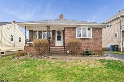 Woodbridge Twp. Single Family Home For Sale: 121 Archangela Ave