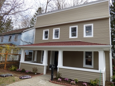 Dover Town Single Family Home For Sale: 93 Garrison Ave