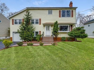 Livingston Twp. Single Family Home For Sale: 22 Hampton Ter