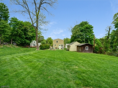 West Orange Twp. Single Family Home For Sale: 16 Westover Ter