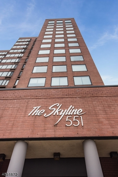 Hoboken City Condo/Townhouse For Sale: 551 Observer Hwy #10B