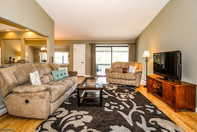 Union Twp. Condo/Townhouse For Sale: 2 South Ct