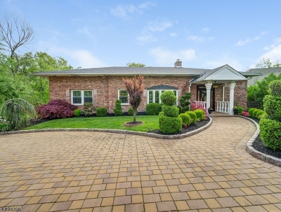 Livingston Twp. Single Family Home For Sale: 107 Walnut St