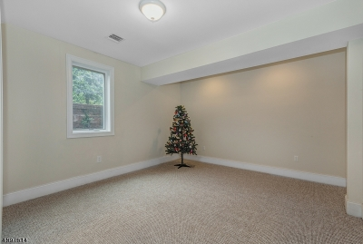 Millburn Twp. Single Family Home For Sale: 402 White Oak Ridge Rd