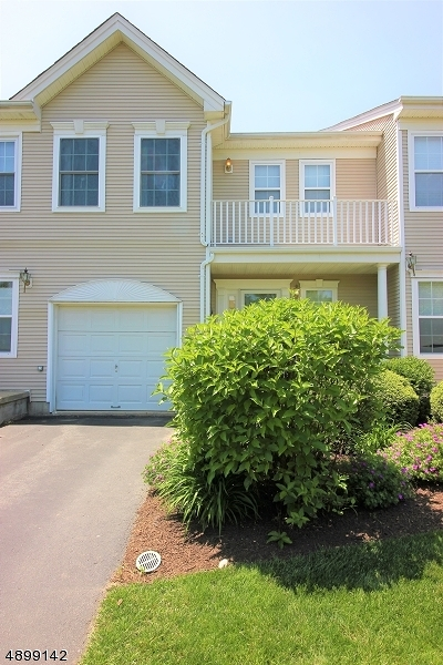 East Brunswick Twp. Condo/Townhouse For Sale: 8 Ardmore Pl