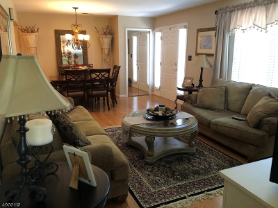 Hanover Twp. Condo/Townhouse For Sale: 135 Sunrise Dr
