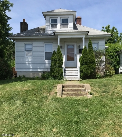 Dover Town Single Family Home For Sale: 16 West Sickle St