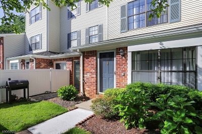 East Brunswick Twp. Condo/Townhouse For Sale: 42 Covington Ct