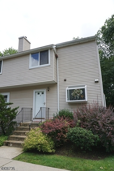 Roselle Boro Condo/Townhouse For Sale: 8 Westbrook Court