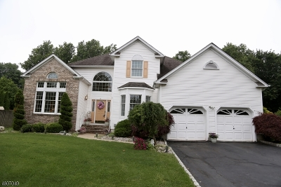 East Hanover Twp. Single Family Home For Sale: 34 Baybury Ct