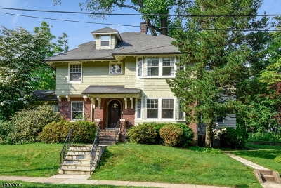 Maplewood Twp. Single Family Home For Sale: 9 Beach Place